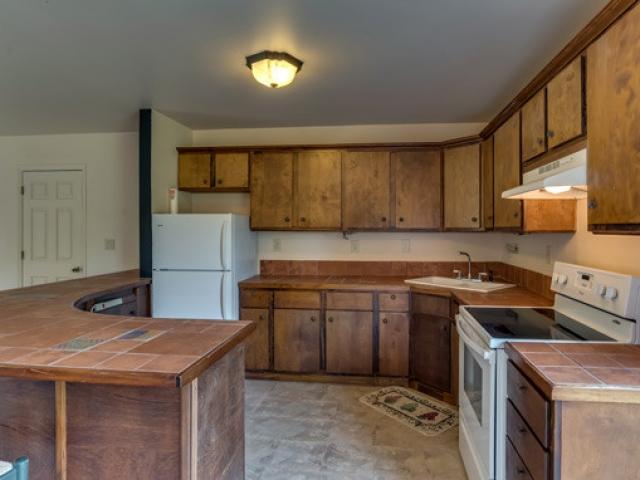 575-Day-Dr-barn-apt-kitchen
